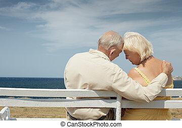 gammal man, och, kvinna, på, bänk, hos, den, hav