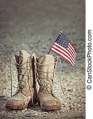 gammal, militär, strid, stövel, med, det amerikanska flaggen