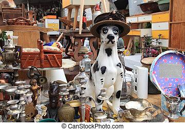 gammal, objekt, och, möblemang, till salu, hos, a, loppmarknad