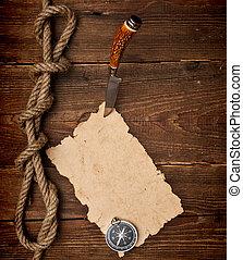 gammal, papper, fastklämd, till, a, trä vägg, med, a, kniv