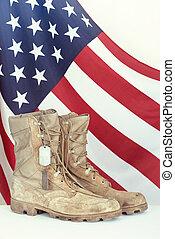 gammal, strid, stövel, och, hund, märken, med, amerikan flagga