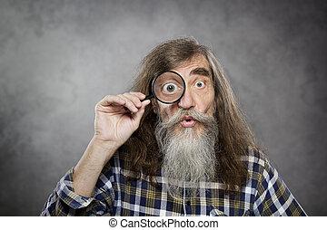 gammal, zoom, titta glas, genom, senior, förstorar, man