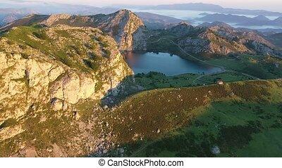 gamme, montagne, serein, paysage, une, covadonga, crépuscule, lacs