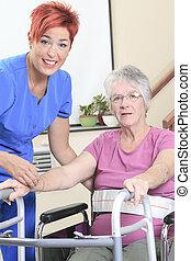 gammelagtig, dame, hos, hende, fysioterapeut, ind, en, hospitalet