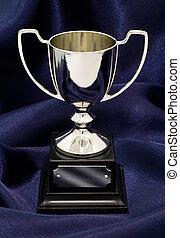 ganando, trofeo, en, seda, plano de fondo