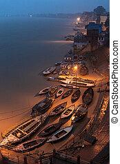 Gange at dawn