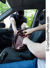 Gangster attacks women in car