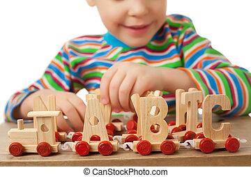 ganska liten flicka, är, leka, av, leksak, trä, ånga,...
