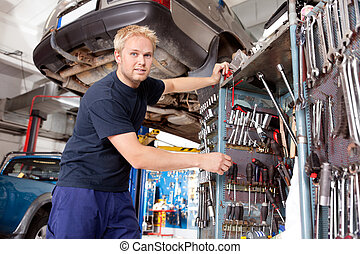 garázs szerelő, dolgozó