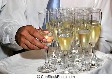 garçom, servindo, champanhe