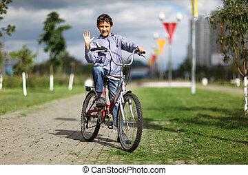 garçon, à, vélo, dans, rue ville