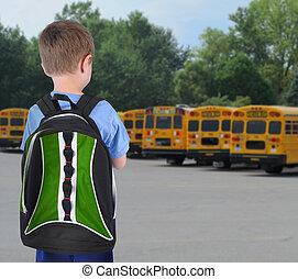 garçon école, regarder, autobus, à, bookbag