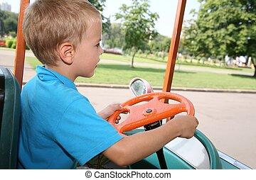 garçon, 2, voiture jouet