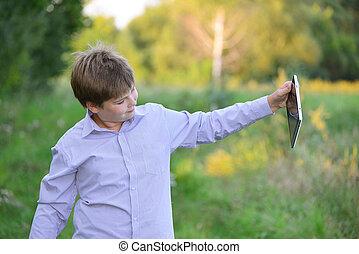 garçon adolescent, informatique, tablette, nature