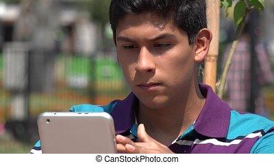 garçon adolescent, lecture, tablette, ebook