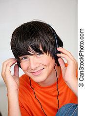 garçon, adolescent, musique écouter