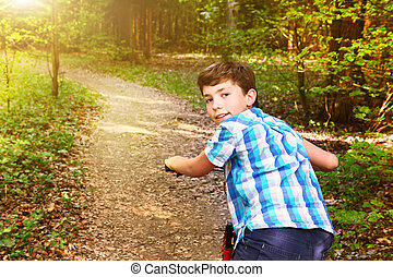 garçon adolescent, vélo, été, cavalcade, par, forêt