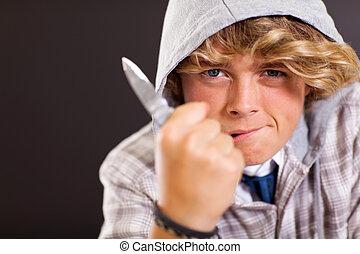 garçon adolescent, violent