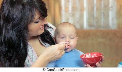 garçon, alimentation, elle, jeune, mère, bébé