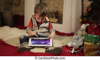 garçon, arbre, noël, pc tablette
