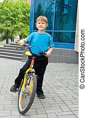 garçon, assied, vélo