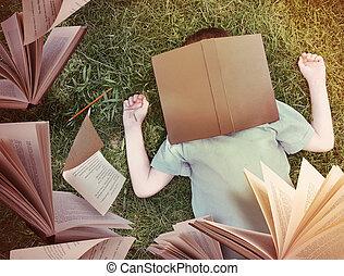 garçon, autour de, voler, dormir, livres, herbe