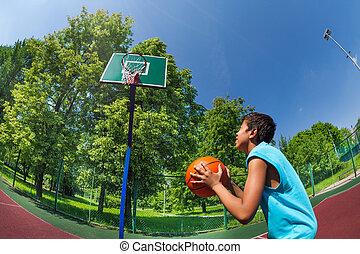 garçon, balle, but, arabe, prêt, basket-ball, jeter