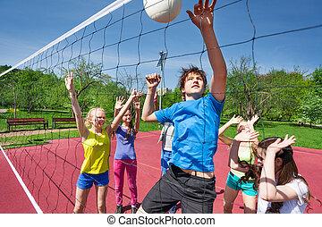 garçon, balle, jeux, volley-ball, sauter, adolescents
