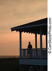 garçon, beachfront, coucher soleil, porche