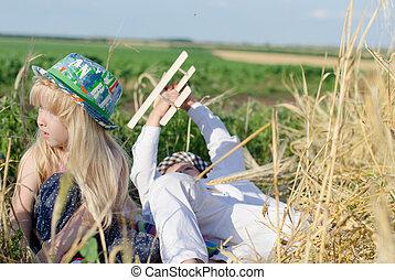 garçon, blé, jeune, champ, girl, jouer
