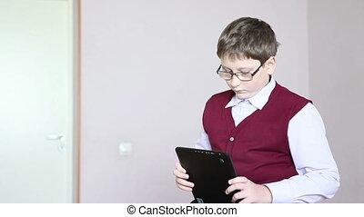 garçon, bureau, jouer, tablette, séance