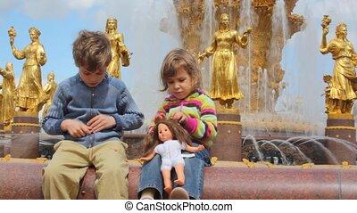 garçon, centre, jouer, fontaine, exposition, fond, all-russia, girl, amitié