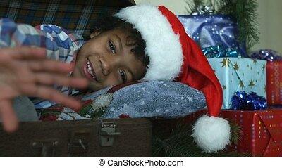 garçon, chapeau, santa, sourire.