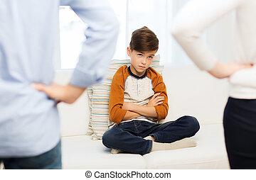 garçon, coupable, désordre, parents, maison, sentiment, ou