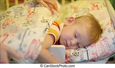 garçon, couverture, dormir, mère, couverture