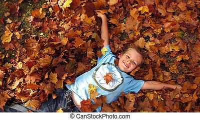 garçon, dans, les, automne