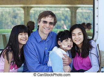 garçon, deck., sien, tenue, cérébral, biracial, père, fils, handicapé, paralysie, ferry-boat, enfants, a, bateau