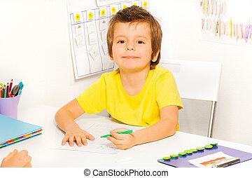 garçon, dessine, séance, stylo, table, pendant