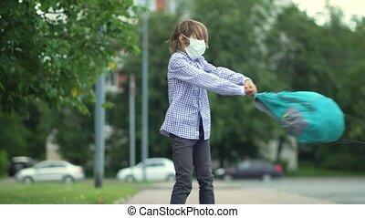 garçon enfant, school., masques, backpacks., pupille, va, dos, sécurité, mignon