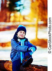 garçon, extérieur, hiver, heureux