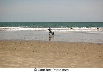 garçon, faire vélo, plage