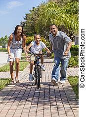 garçon, famille, &, américain, vélo, parents, africaine, équitation, heureux