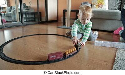 garçon, ferroviaire, jouer