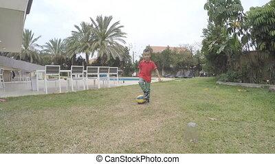 garçon, football, jouer