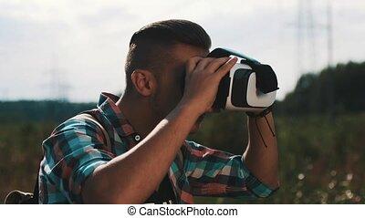 garçon, funny., été, sac à dos, ensoleillé, réalité virtuelle, regarder, glasses., jour