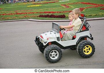 garçon, girl, voiture jouet
