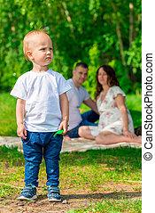 garçon, gros plan, famille, parc, jeune, pique-nique, portrait