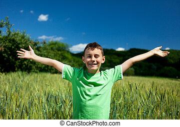garçon, heureux, champ blé