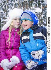 garçon, hiver, neige-couvert, talk., forêt, blonds, girl
