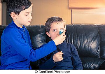 garçon, inhalateur, asthme, frère, aides